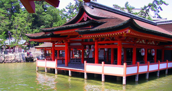 800px-isukushima_floating_shrine[1]